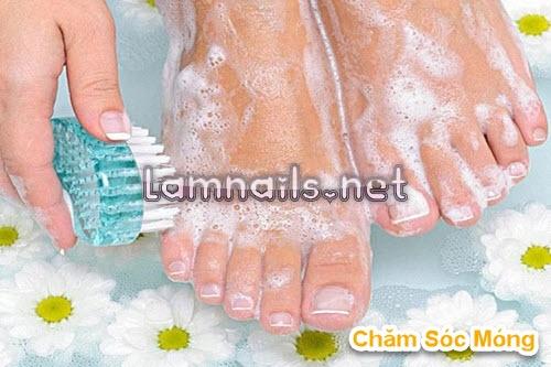 Chăm sóc móng: Những điều cần làm trước khi sơn móng chân