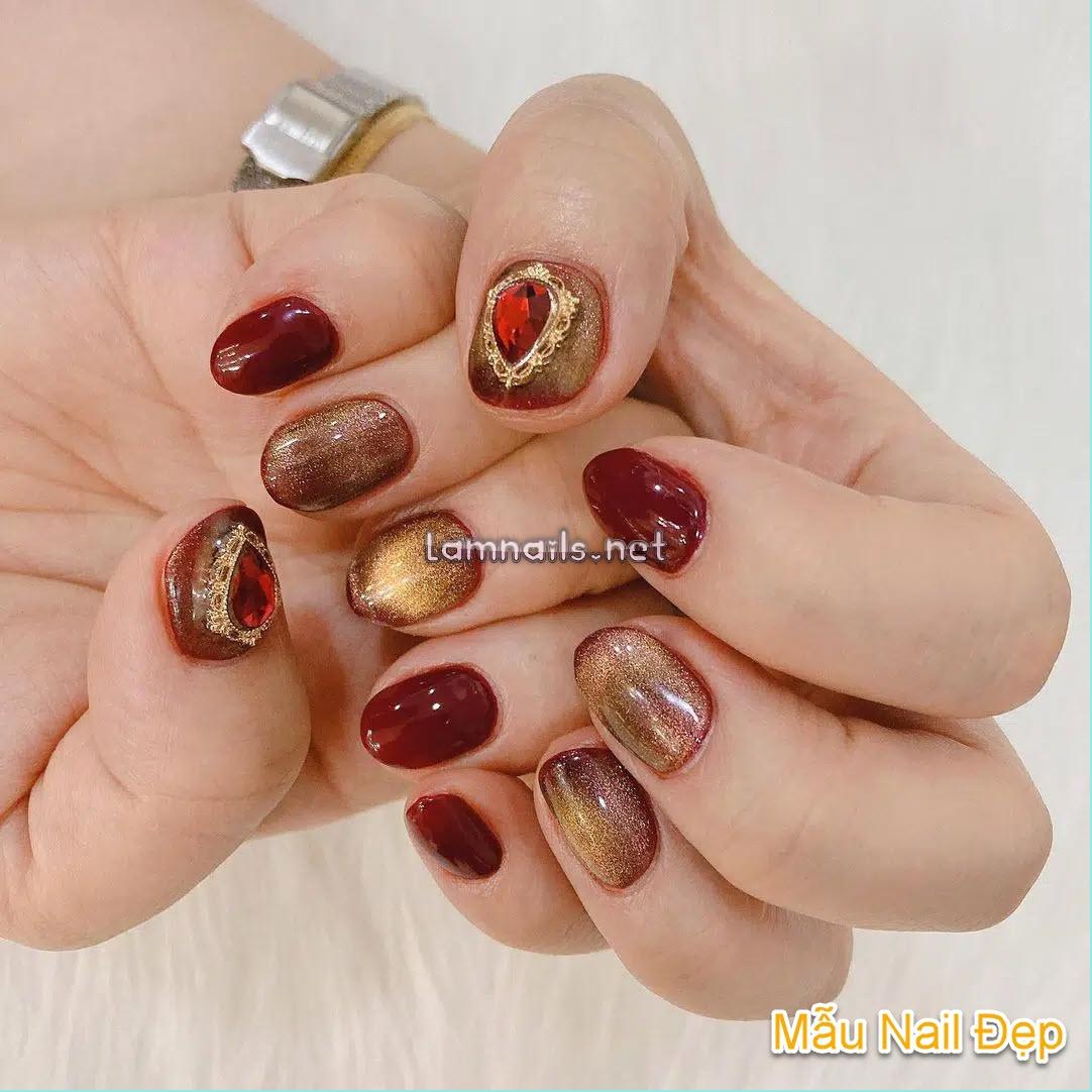 Mẫu Nail Đẹp: Học vẽ nail đỏ phủ kim tuyến vàng lấp lánh, xu hướng nail 2021