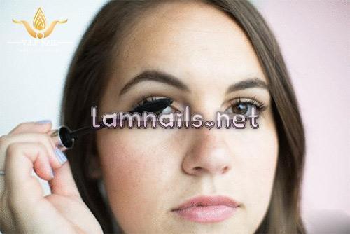 Học cách chuốt mascara cho lông mi đẹp hoàn hảo