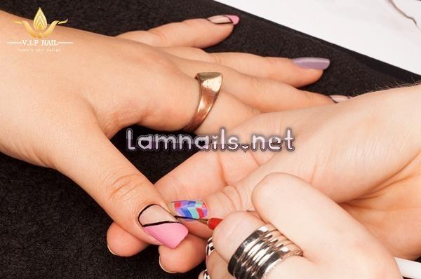 Hướng dẫn học vẽ nail khỏang trống sành điệu; - baogiadinh.vn