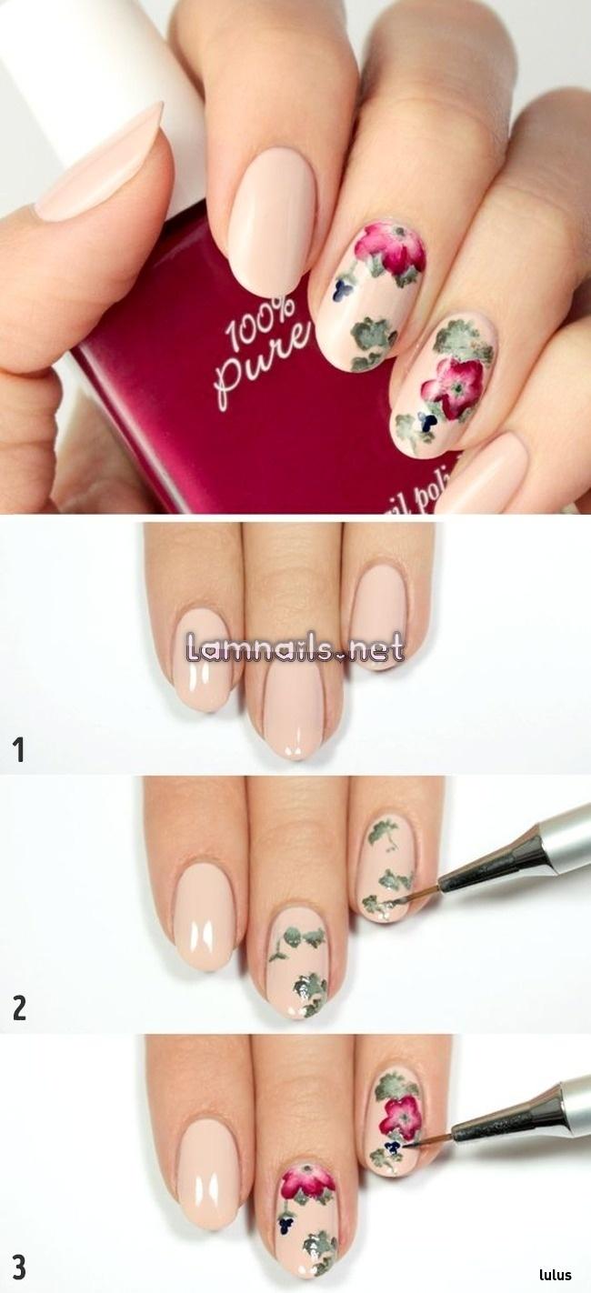 Hãy để họa tiết hoa trở thành điểm nhấn cho bộ móng của bạn