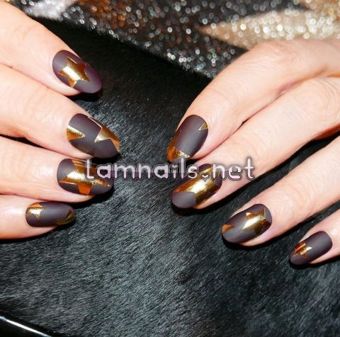 matte-brown-and-gold-nails - lamnails.Net