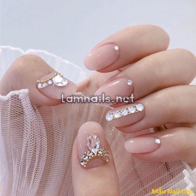 Mẫu Nail Đẹp: Các mẫu nail đính đá đơn giản đẹp, xu hướng nail 2021