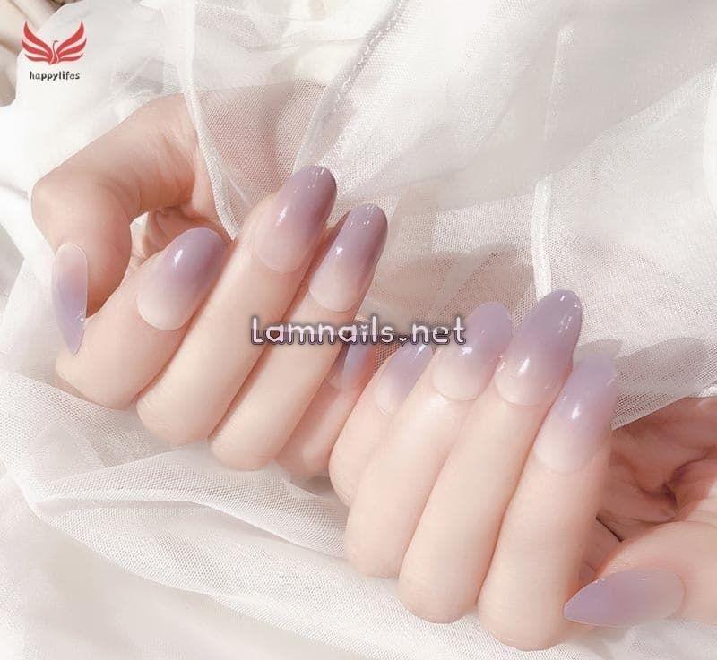 Mẫu nail ombre màu tím tạo điểm nhấn cho đôi bàn tay thêm rực rỡ