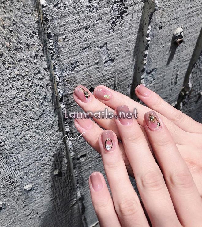 """12 mẫu nail đính hoạ tiết đơn giản mà """"đẹp banh"""": Nàng nào không thích diêm dúa thì mời vào"""